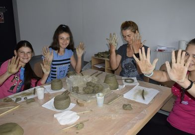 Mestesugurile artistice traditionale sunt invatate cu succes de copiii din Cluj