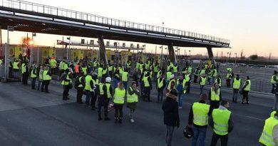 """Noi proteste ale """"Vestelor galbene"""" in Franta"""